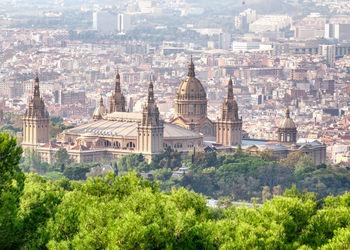 Pisos y casas en venta de inmobiliaria barcelona for Alquiler garaje barcelona