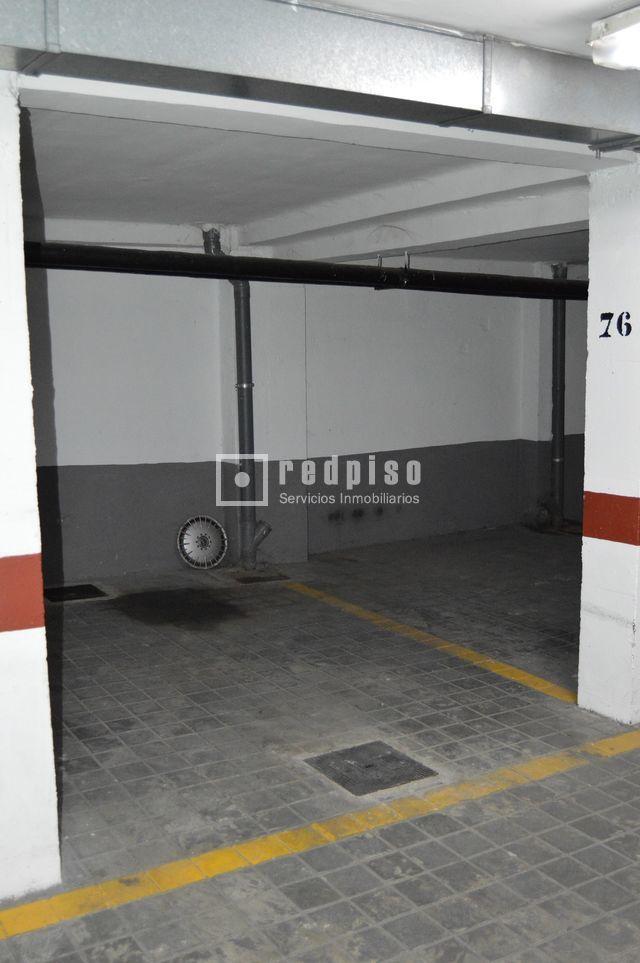 Plaza de garaje en alquiler en calle villaescusa pueblo for Plaza de garaje madrid