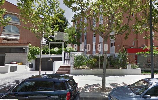 Plaza de garaje en alquiler en calle francia pozuelo de for Plaza de garaje madrid