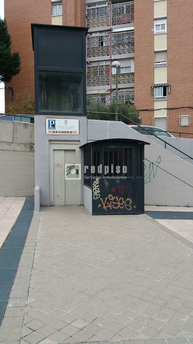 Plaza de garaje en venta en calle belianes pinar del rey for Plaza de garaje madrid