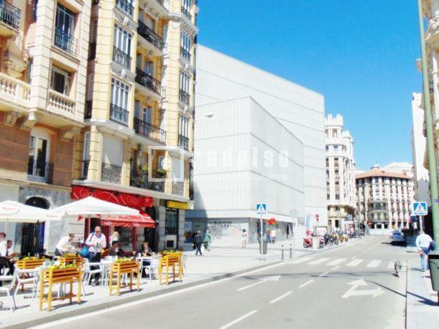 local comercial en venta en calle barcelo 6 justicia