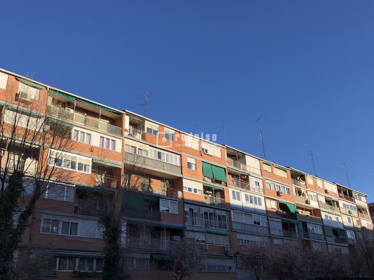 Piso en venta en calle camarena aluche latina madrid for Pisos en subasta madrid