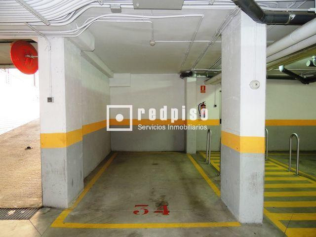 Plaza de garaje en venta en calle j tiva adelfas retiro for Plaza de garaje madrid