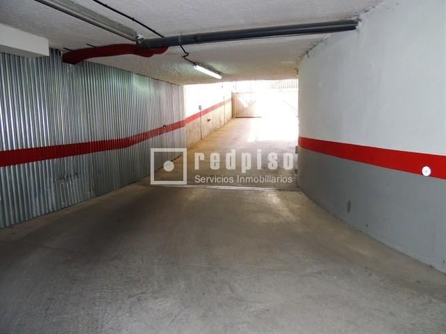 Plaza de garaje en alquiler en calle barrilero adelfas for Alquiler garaje