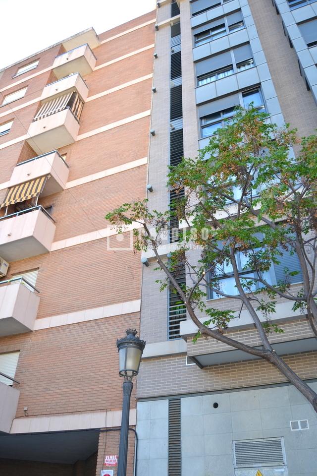 Plaza de garaje en venta en calle fuente de san luis 8 for Plaza garaje valencia