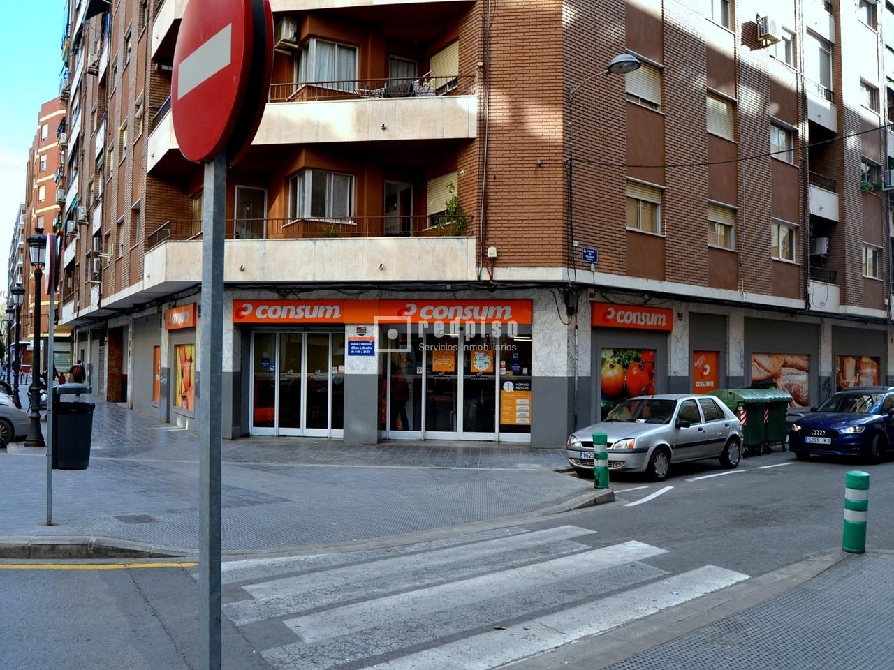 Plaza de garaje en venta en calle salvador lluch 27 for Plaza garaje valencia