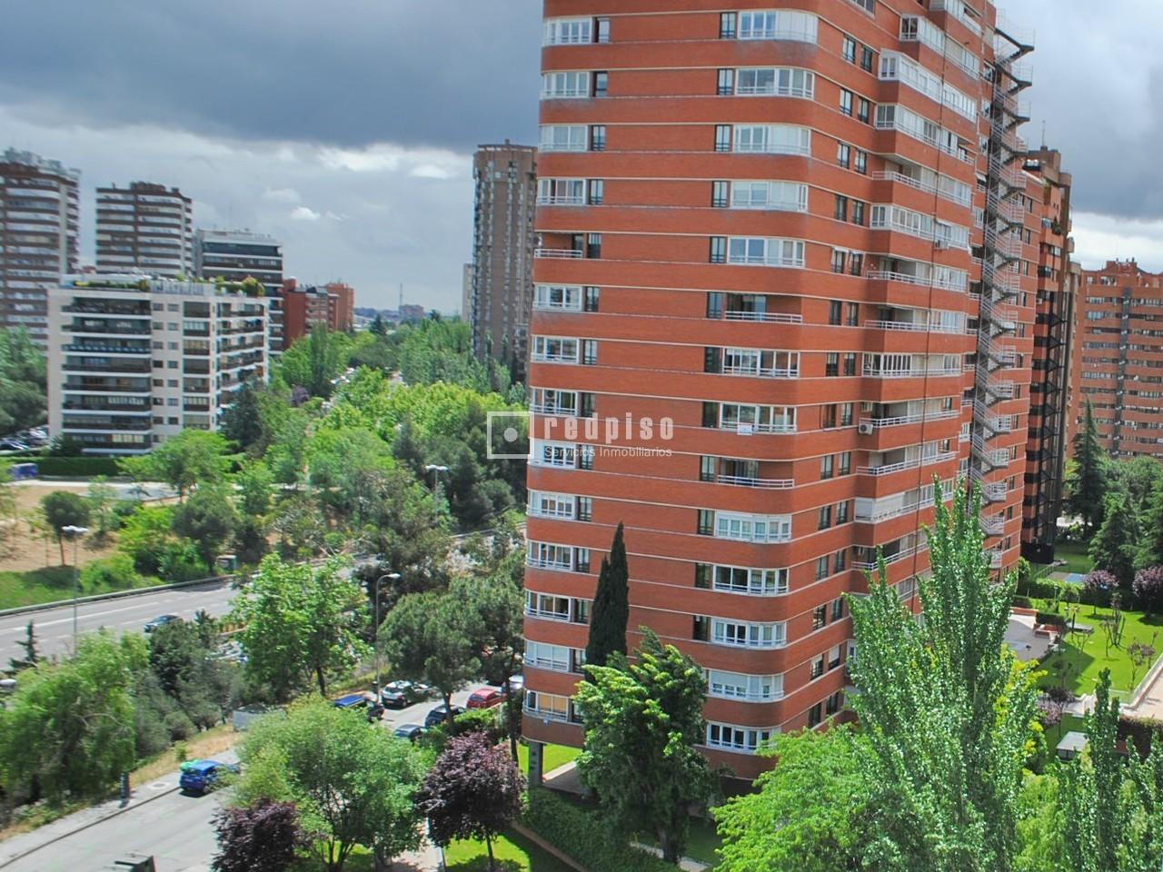 Barrio Chamartin Madrid. Estaba Enmarcado Al Norte Por La Actual ...