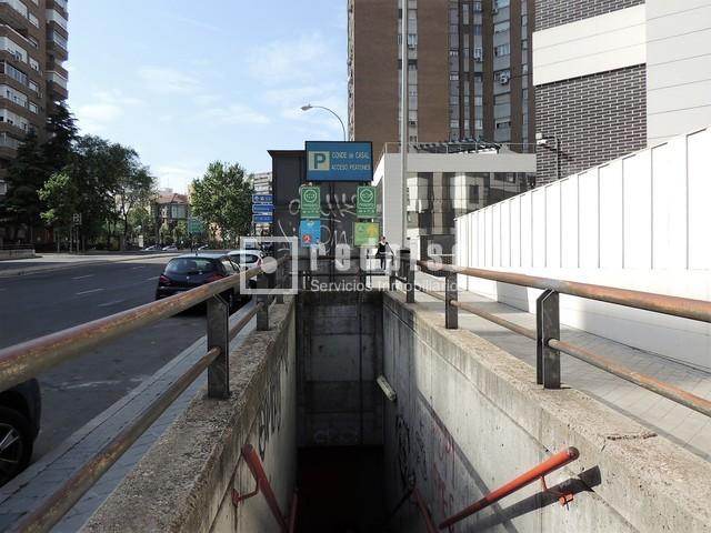 Plaza de garaje en venta en calle fernandez shaw adelfas for Plaza de garaje madrid
