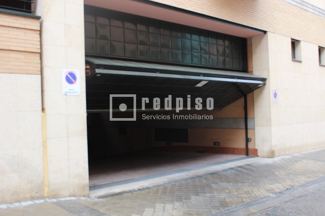 Plaza de garaje en alquiler en calle francisco remiro for Plaza de garaje madrid